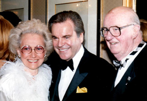 Jack Brickhouse dovetailed from the common fan to Hollywood celebrities. Here, Pat Brickhouse (left) and her husband flank actor Robert Wagner.